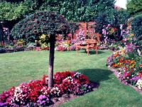 Beautiful_gardens_-_geograph.org_.uk_-_348659