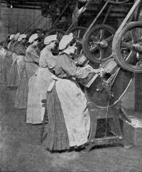 Can_factory_workers_stamping_out_end_discs2C_published_1909