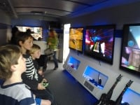 Children_playing_video_games_2526_TV27s20wiki