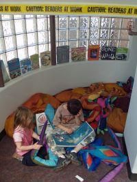 Children_reading_by_David_Shankbone