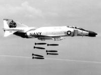 F-4B_Phantom_of_VF-41_dropping_bombs_in_1962