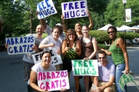 Free_hugs_july_201020wiki