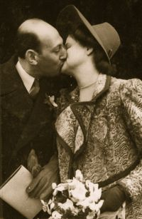 Jack_Ina-wedding_kiss2_1946