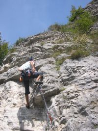 Mountain_climbing_with_rope