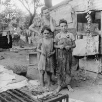 Poor_mother_and_children2C_Oklahoma2C_1936_by_Dorothea_Lange