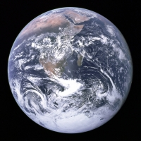 The_Earth_seen_from_Apollo_1720wiki