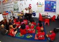 US_Navy_100227-N-0995C-010_A_Sailor_reads_to_a_class_of_kindergarten_students_at_Iroquois_Point_Elementary_School